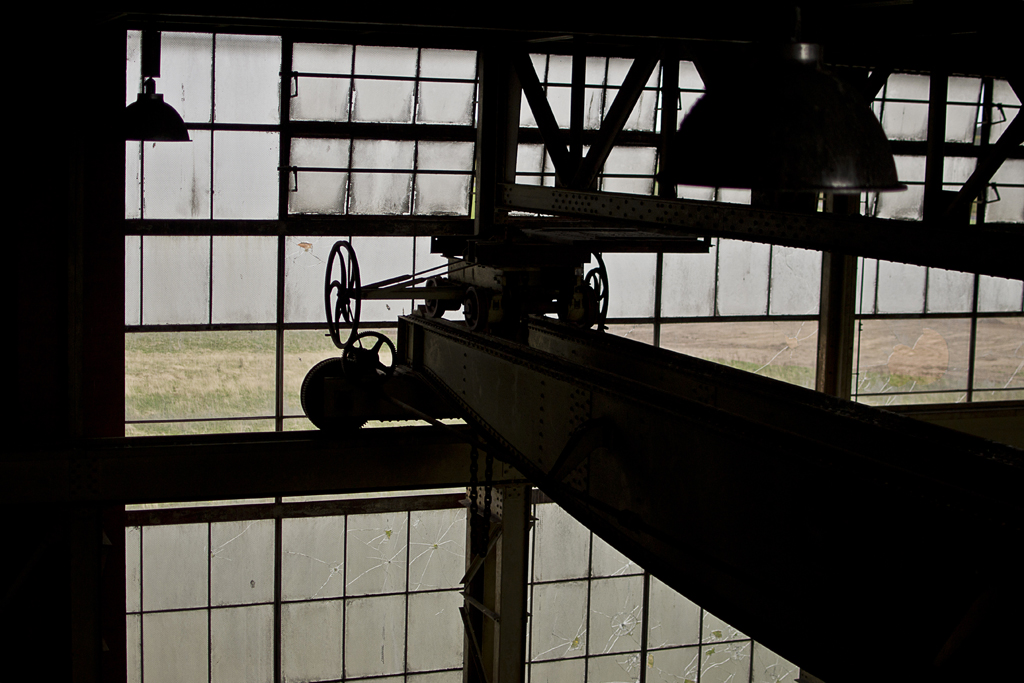 Silhouette of the gantry crane.