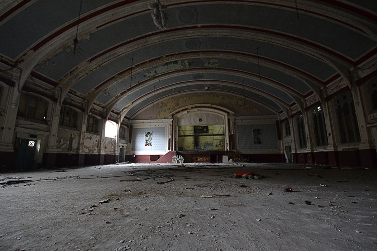 The imposing main hall.